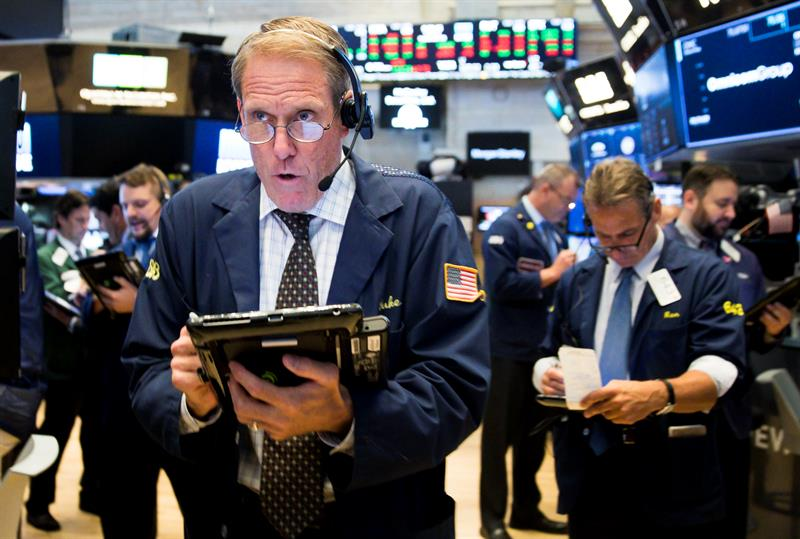 Wall Street opens higher and Dow Jones moves up 0.03%