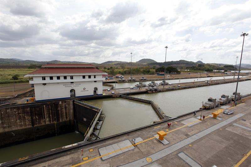 A worker of the Panama Canal dies after suffering an accident in the locks